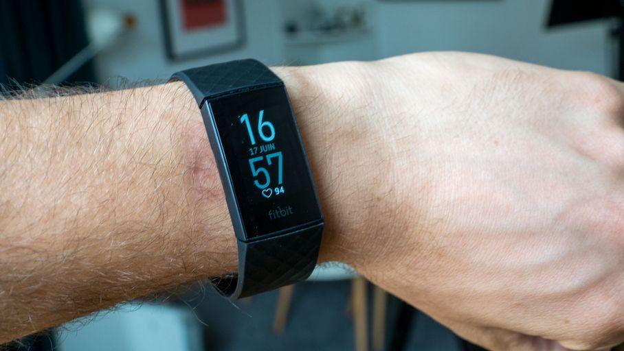 La NASA utilisera des montres Fitbit pour tenter d'enrayer la propagation de la Covid-19 - Les Numériques