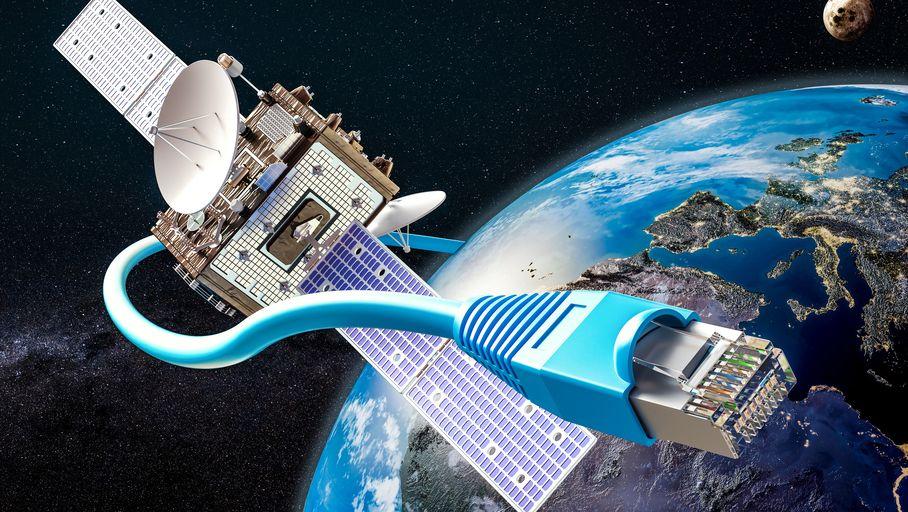 Internet satellitaire : Elon Musk promet 300 Mb/s de débit et 20 ms de latence d'ici à la fin 2021 - Les Numériques