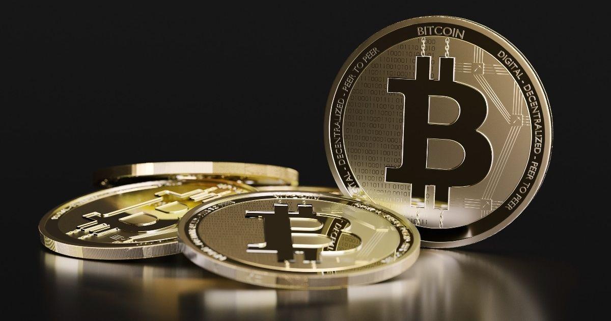 BRÈVE // La première cryptomonnaie mondiale, avec une capitalisaton de marché de 1248milliards de dollars, a atteint de nouveaux records mercredi 20octobre 2021. Son cours a dépassé les 67000$ après plusieurs semaines de progression.