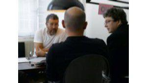 Philippe Starck planche sur un produit