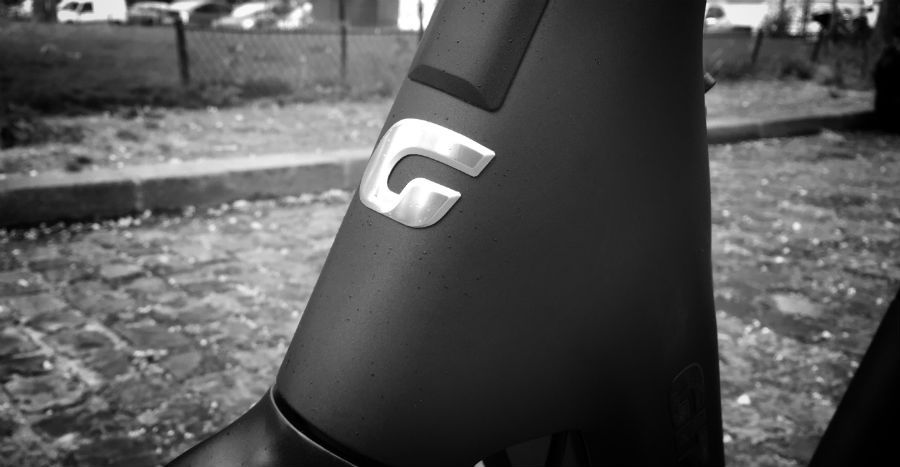VAE Gitane Signature, logo de la marque, détail du cadre