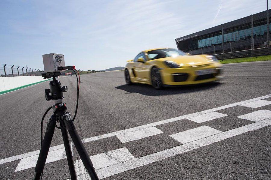 Porsche-Track-WEB2.jpg