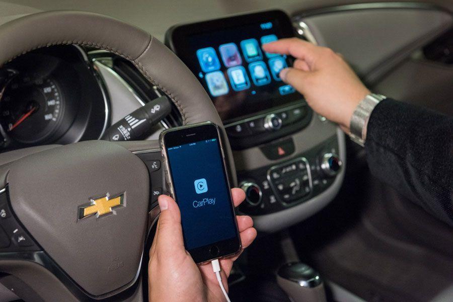 Chevrolet-CarPlay-WEB2.jpg