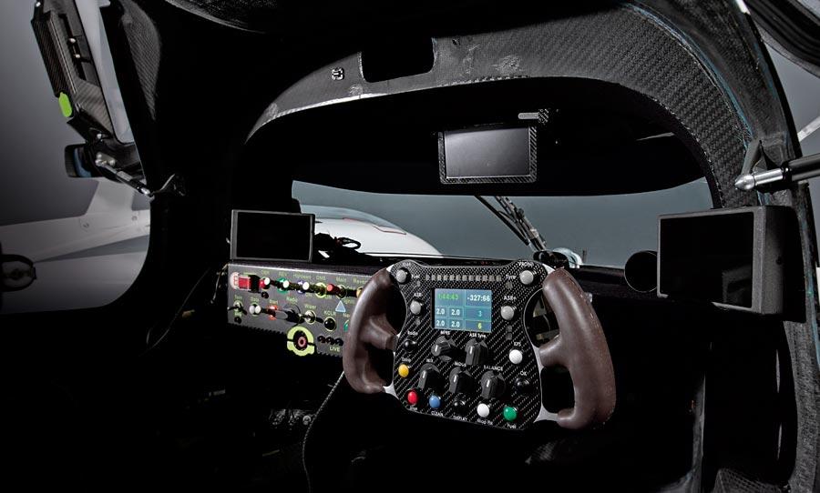 Audi r18 cockpit