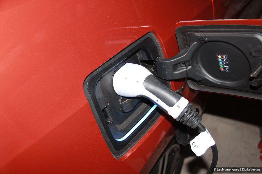BMW-i3-prise-recharge-web.jpg