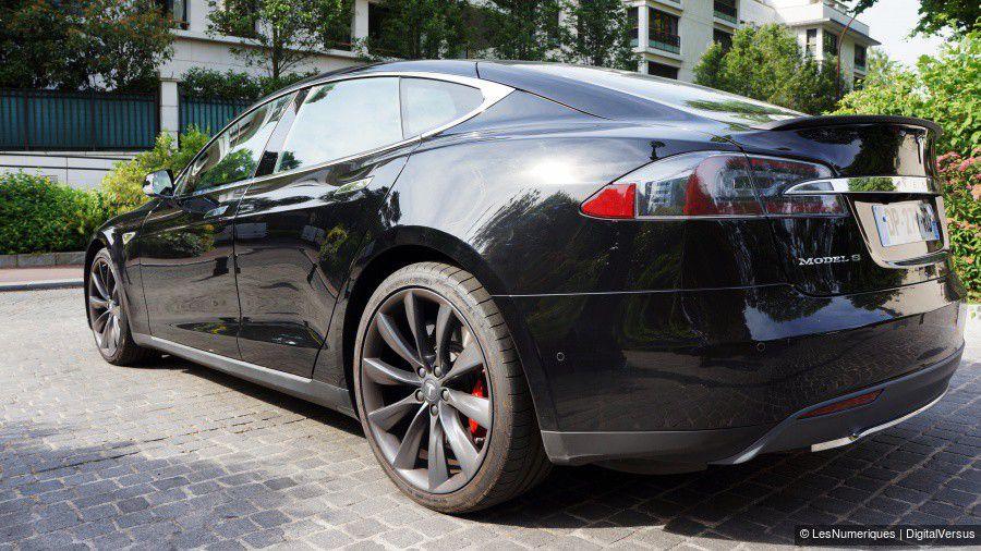 1_Tesla-profil-rear.jpg