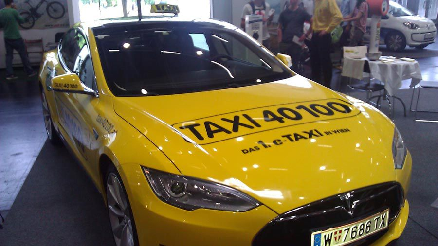 1_Tesla-taxi-autriche-WEB.jpg