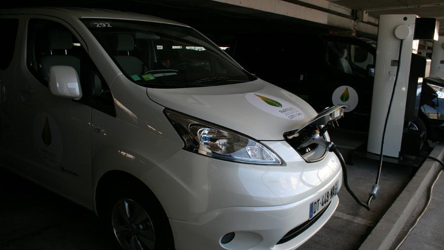 Nissan_e-NV200_borne-WEB.jpg