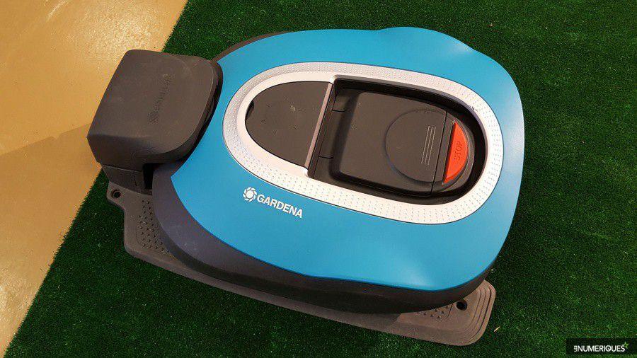 gardena sileno et sileno des tondeuses robots pour 1000. Black Bedroom Furniture Sets. Home Design Ideas