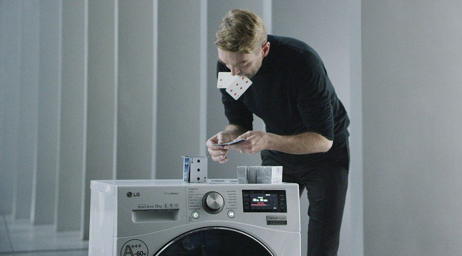 Lg Centum Wm Guinness World Record, château de cartes sur lave-linge en essorage