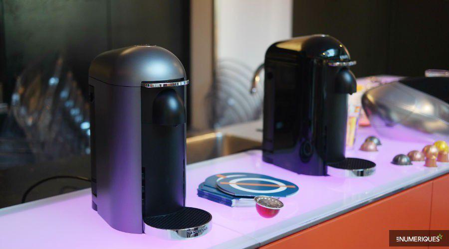 nespresso pr sente sa nouvelle machine vertuo et vise les mugs les num riques. Black Bedroom Furniture Sets. Home Design Ideas