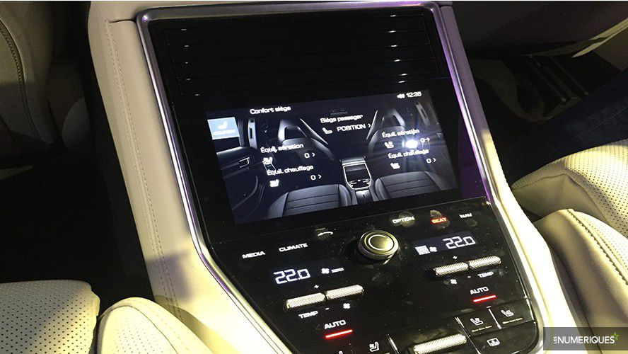Porsche-Panamera-console2-WEB.jpg