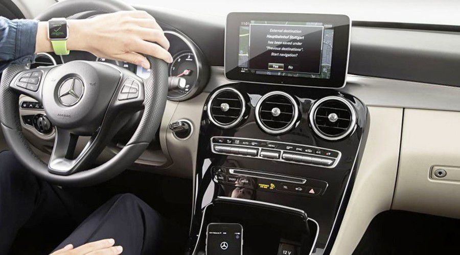 Mercedes-Connected-WEB.jpg