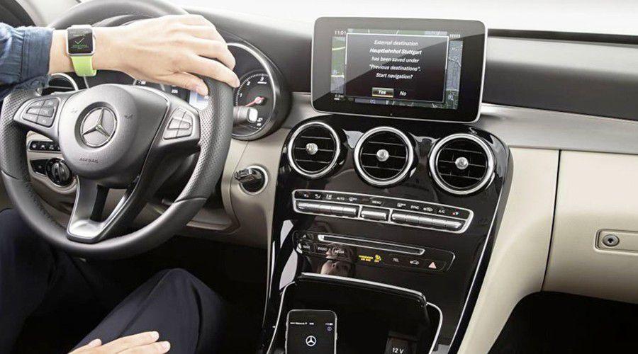 Mercedes-Connected-WEB.jpg