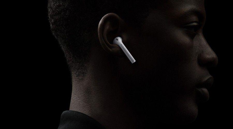 Apple_Airpods_Wear.jpg