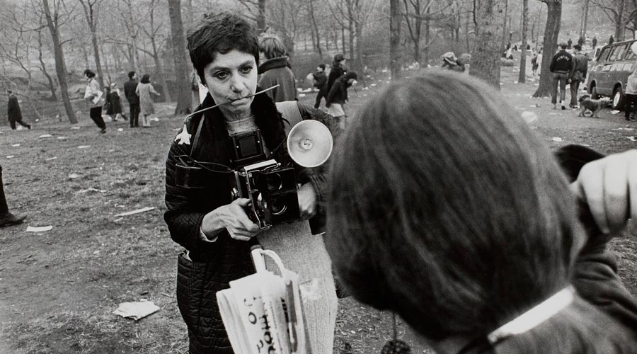 winogrand-diane-arbus-love-in-central-park-new-york-b.jpg