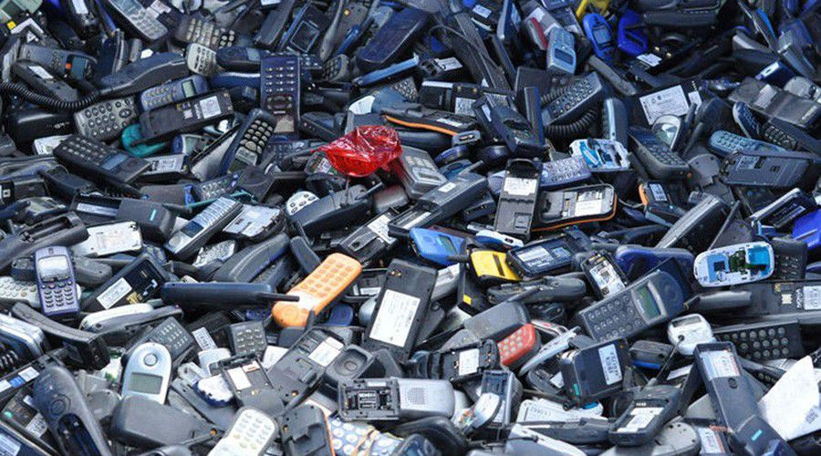 20160119-e-waste-phones.0.jpg