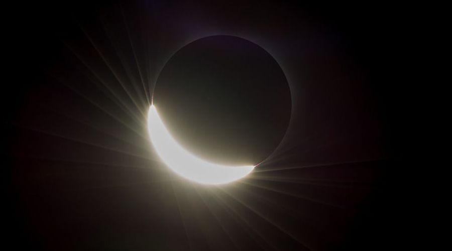 les-plus-belles-photos-de-l-eclipse-solaire-prises-par-la-nasa-2cab7323__w910.jpg