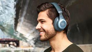JBL dévoile l'E65BTNC, nouveau casque sans fil à réduction de bruit