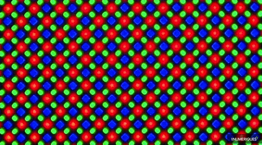1_sous-pixels-iphone-x.jpg