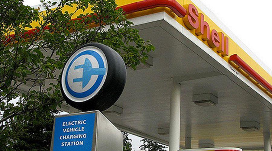 Désormais Shell partagera ses pompes à essence avec des bornes de recharge électriques