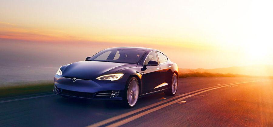 Mercedes loue une Tesla, la démonte et la retourne bien amochée