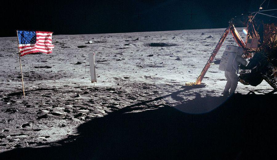 Donald Trump annonce que les États-Unis retournent sur la Lune