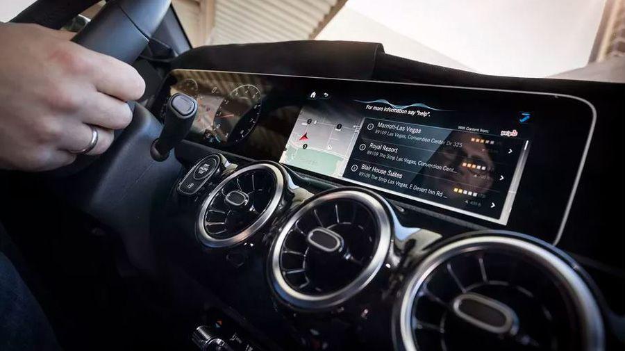 Mercedes Benz 1.JPG