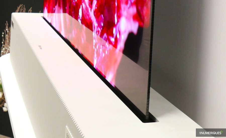 65-inch-UHD-Rollable-OLED-Display-Side-Shot-l.jpg