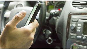 Téléphone en main au volant: uniquement sur une place de parking