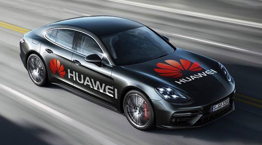 Un Huawei Mate 10 Pro conduit une Porsche et évite les animaux