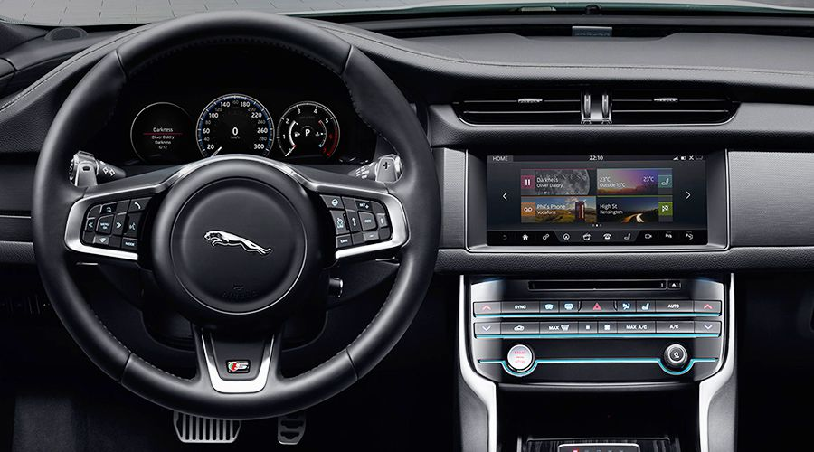 Jaguar-Blackberry-QNX-WEB.jpg