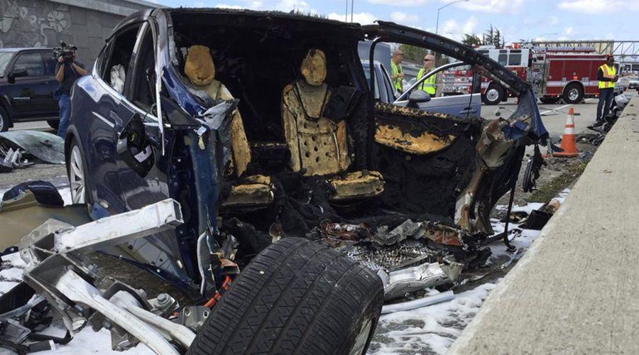 Tesla Model X: batterie en feu après un crash routier