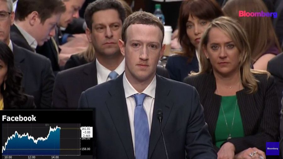 Mark Zuckerberg durant sa 1re audition devant le Congrès des États-Unis. (Capture d'écran / © Bloomberg)
