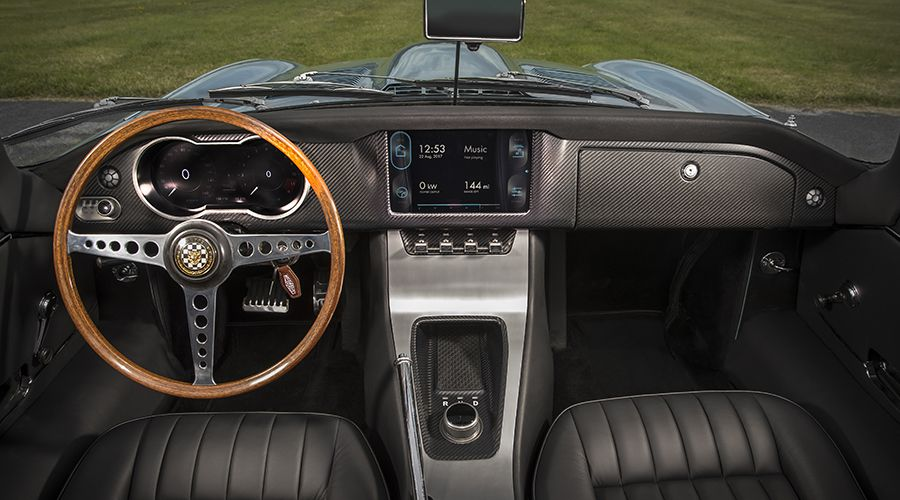Jaguar-E-Type-ZERO-Cockpit-WEB.jpg