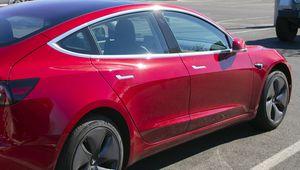 Tesla Model 3: record d'autonomie à 975 km en une charge