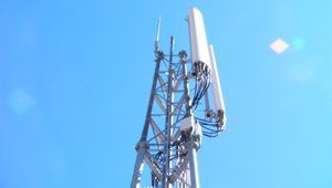 L'Arcep autorise Free à brancher ses antennes 4G sur la fibre d'Orange