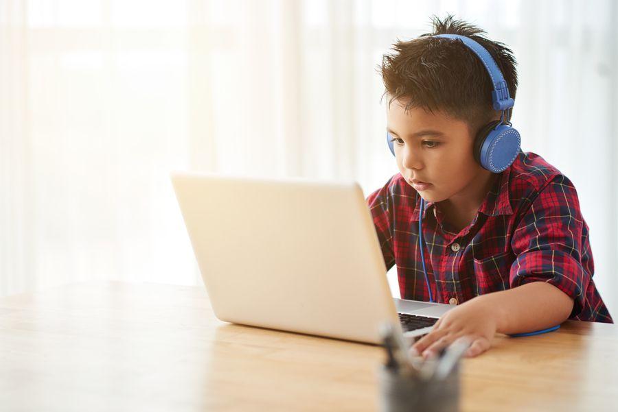 enfant ordinateur vidéo.jpg