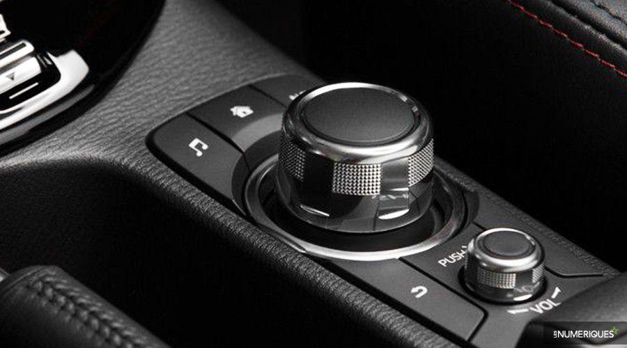 Mazda-MZD-Connect-Molette-WEB.jpg