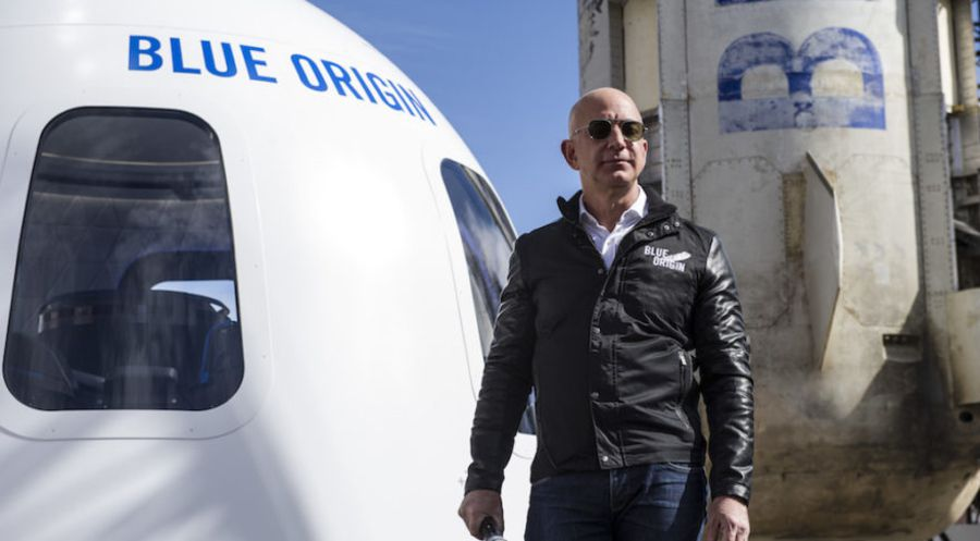 Chuck Bigger jeff bezos pour blue origin