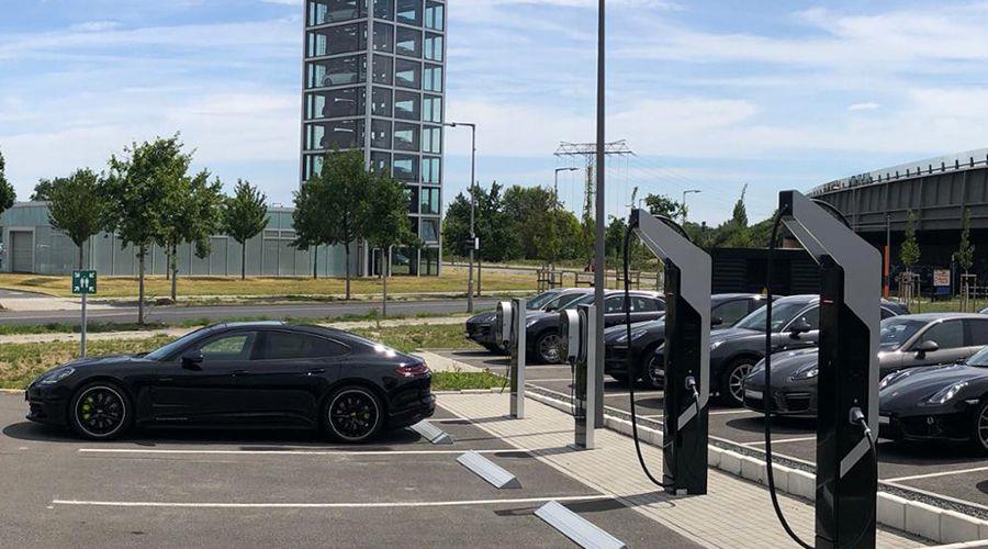 Porsche-recharge-Berlin-WEB.jpg