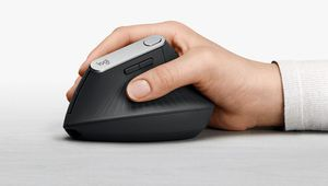 Logitech MX Vertical, une souris inclinée à 57° qui soulage le poignet