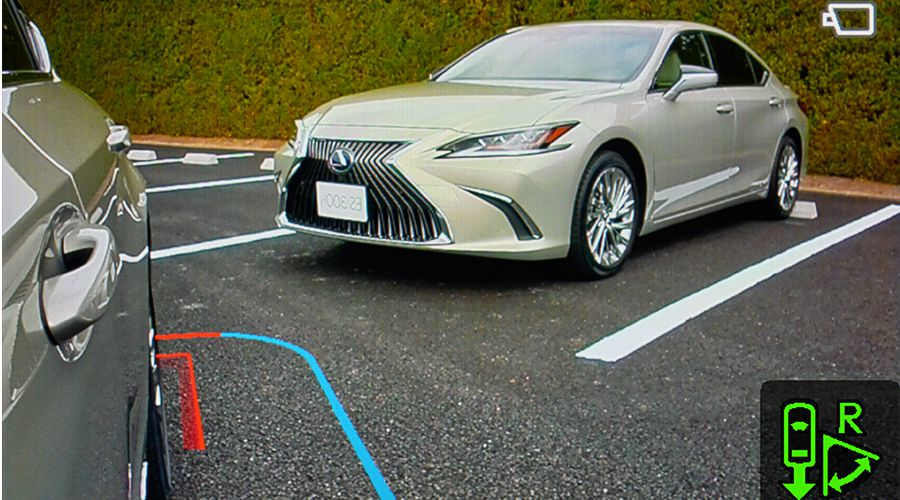 Lexus-ES-retrocamera-parking-WEB.jpg