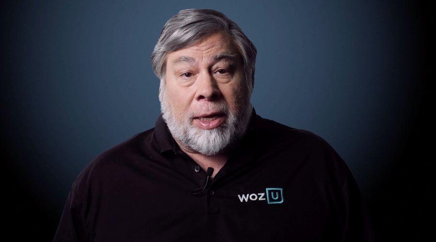 Steve Wozniak apple.jpg