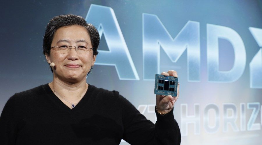 2_Lisa Su with AMD EPYC Rome Processor_Next Horizon_2.jpg
