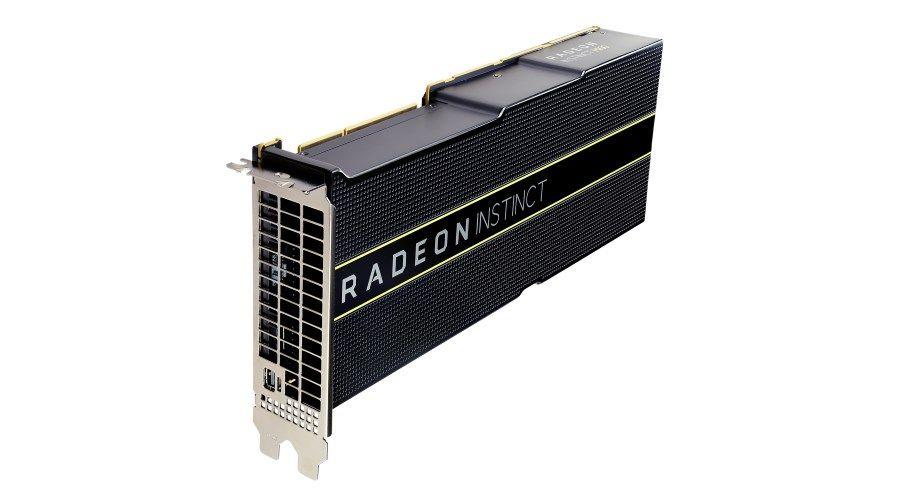1_Lisa Su with AMD EPYC Rome Processor_Next Horizon_2.jpg
