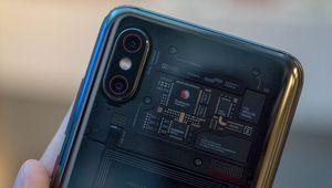 Xiaomi lance le Mi 8 Pro et sa coque transparente en France