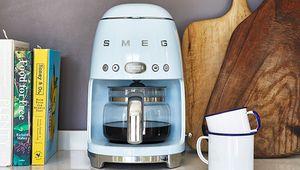 Une première cafetière-filtre pour Smeg, la DCF01