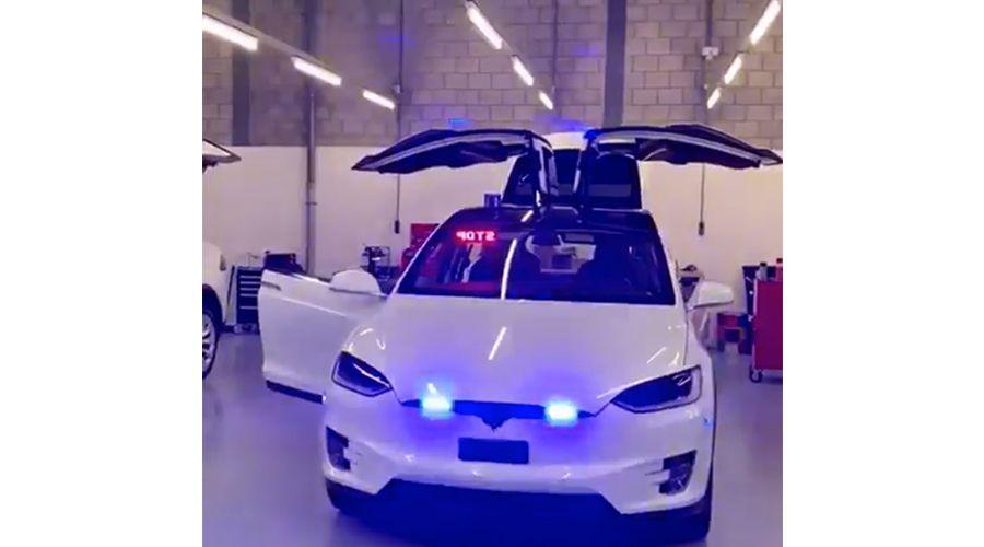 Tesla-police_1-WEB.jpg
