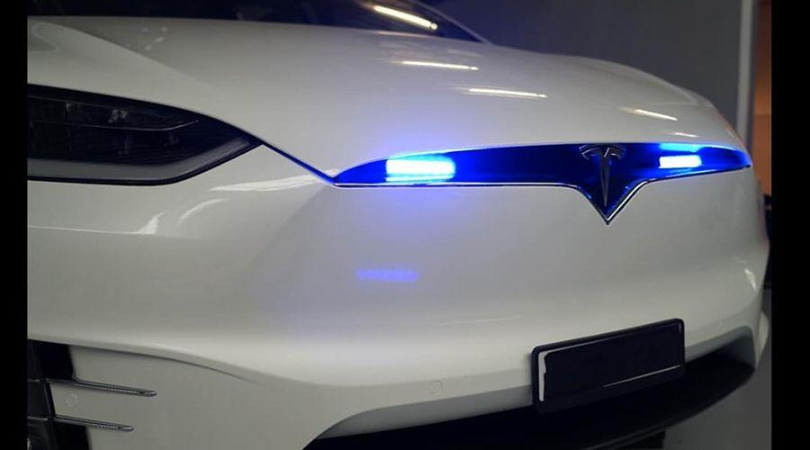 Tesla-police_4-WEB.jpg